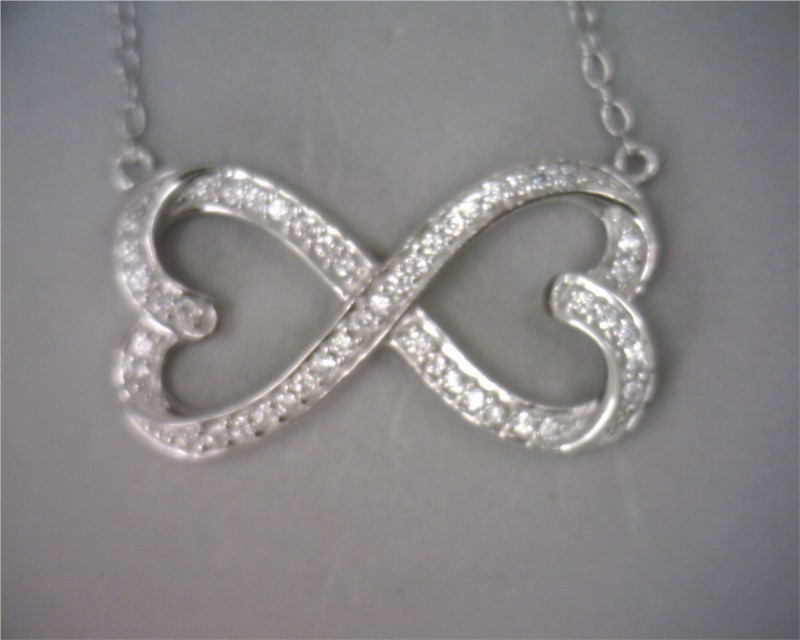 Pendant with chain by Royal Chain